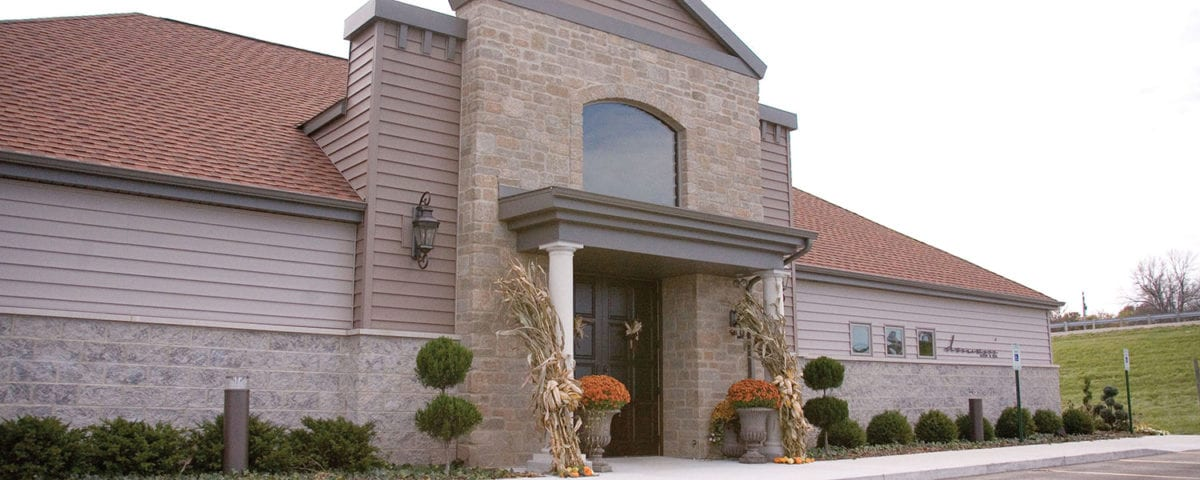 Exterior of Domani Salon & Spa in Watertown WI